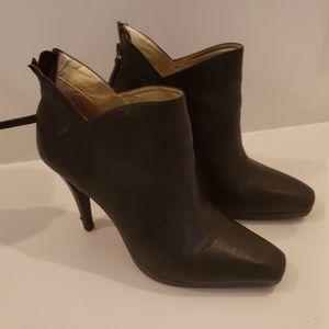 Halston Heritage booties / pumps size 8